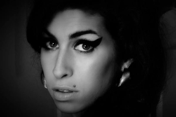 Amy – The STiXXclusiveReview